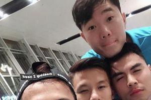 Xuân Trường và đồng đội lạnh 'co ro' khi tới Hàn Quốc