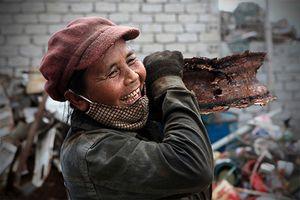 Ngắm những hình ảnh tuyệt đẹp về người phụ nữ Việt chịu thương chịu khó