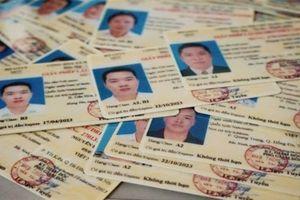 Sai năm sinh trên giấy phép lái xe phải làm sao?
