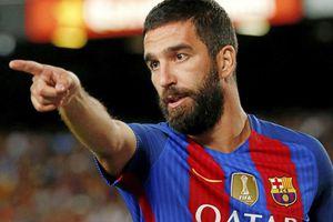 Cựu sao Barca có thể ngồi tù 12 năm vì tội hành hung ca sĩ