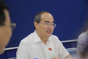 Bí thư Nguyễn Thiện Nhân thăm người dân Thủ Thiêm