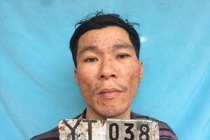 Đối tượng nhiễm HIV cầm dao, lựu đạn chống đối công an tại trụ sở UBND xã
