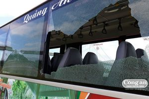 Làm rõ đối tượng đập phá xe buýt