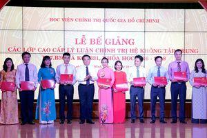 155 học viên tốt nghiệp lớp Cao cấp lý luận Chính trị
