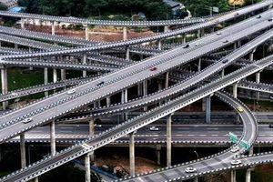 Clip: Giao lộ 'Mê cung' tại Trung Quốc, nỗi khiếp sợ của những người 'mù đường'