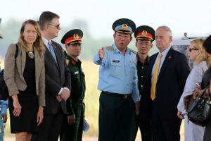 Bộ trưởng Quốc phòng Mỹ James Mattis thăm sân bay Biên Hòa