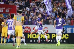 V-League và chuyện mặt sân cỏ