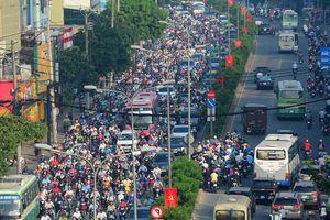 Sau sự cố phong tỏa hầm Thủ Thiêm, người Sài Gòn thoát khỏi 'rừng xe' cách nào ?