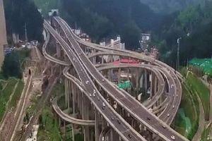 Choáng với 'ma trận' giao lộ Trung Quốc nhìn từ trên cao