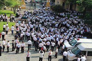 Hàng trăm tài xế Vinasun tiếp tục kéo đến tòa vụ kiện Grab