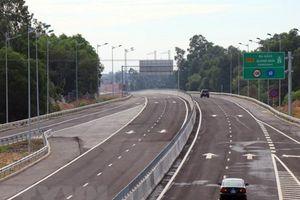Sửa xong 'ổ gà' mặt đường cao tốc 34.000 tỷ đồng bị hư hỏng