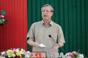 Đồng chí Trần Quốc Vượng làm việc với Ban cán sự Đảng Bộ Tư pháp