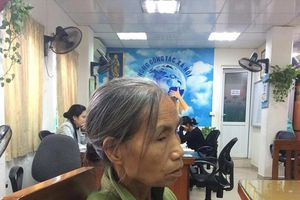 Nghẹn ngào phút bà đón cháu sinh non mất cha mẹ trong vụ cháy ở Đê La Thành
