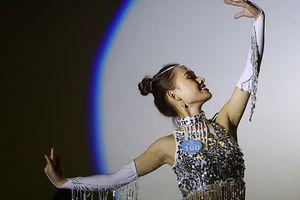Trai xinh gái đẹp ĐH Phương Đông trổ tài làm nghệ sĩ 'siêu đỉnh' trong đêm thi tranh giải sinh viên tài sắc