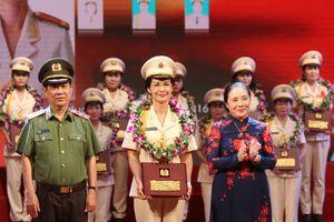 19 cá nhân được trao giải thưởng 'Phụ nữ Công an tiêu biểu'