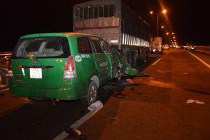 Taxi gặp TNGT 3 người chết: Nhói lòng mẹ già khóc 'con ở đâu?'