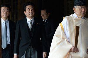 Thủ tướng Nhật Bản gửi đồ lễ đến đền Yasukuni trước khi đi Trung Quốc