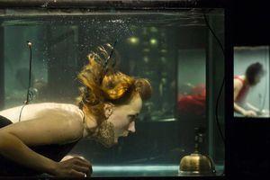 'Ám ảnh' nhạc công nín thở chơi nhạc dưới nước