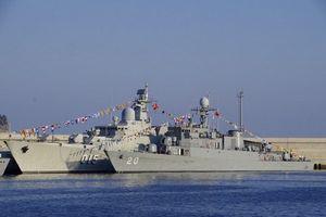 Tàu 015 - Trần Hưng Đạo 'đọ dáng' với Tàu 20 tại Hàn Quốc
