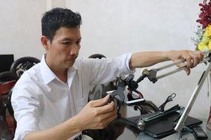 Giáo viên Hà Nội tự chế dụng cụ học tập, máy chiếu đa năng để phục vụ dạy học