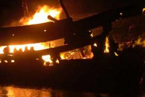 Quảng Ngãi: Tàu cá phát nổ trên biển, 14 ngư dân thương vong