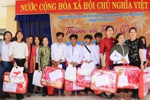 Câu lạc bộ nhà báo nữ với chuyến từ thiện vùng cao
