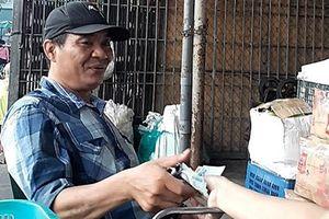Công an vận động tiểu thương tố giác 'bảo kê' ở chợ Long Biên