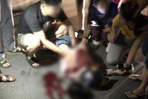 Vụ cô gái bị đâm gục giữa phố: Quá khứ bi đát của chàng trai bị gia đình bạn gái ngăn cấm