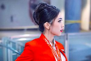Ngắm vẻ đẹp 'như trong tranh bước ra' của nữ tiếp viên hàng không Air Asia