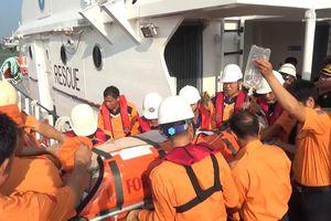 Kịp thời đưa du khách Canada bị suy hô hấp vào bờ đi cấp cứu