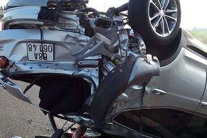 Tai nạn kinh hoàng giữa xe Phương Trang và xe 4 chỗ, khách mắc kẹt khóc thét