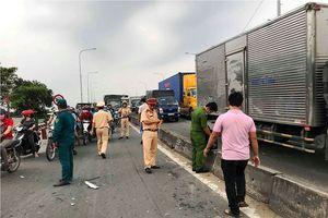 Xe tải tông 3 xe máy trên quốc lộ 1A, 2 người chết tại chỗ