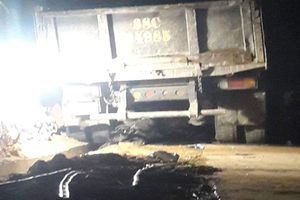 Ô tô va chạm xe máy, nữ sinh bị cuốn vào gầm xe tải tử vong