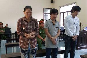TP.HCM: Thanh niên ôm tảng đá quăng vào CSCĐ bị tuyên phạt hơn 3 năm tù
