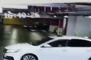 Nữ tài xế gây họa lớn với 3 xe BMW, Audi và Maserati khi lùi
