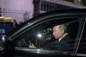 Hình ảnh TT Putin lái siêu xe chở người đồng cấp Ai Cập ở trường đua F-1