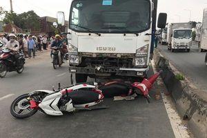Ô tô tông liên hoàn xe máy, nhiều người thương vong