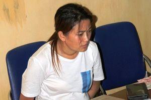 Clip: Bắt giữ 'nữ quái' vận chuyển 10 bánh heroin ở Lào Cai
