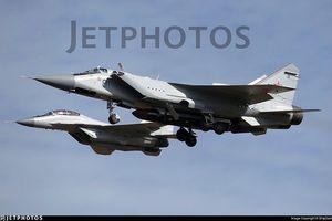 Lộ ảnh máy bay tiêm kích tầm xa MiG – 31D mang tên lửa chống vệ tinh