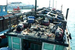 Tàu cá phát nổ trên biển, 1 người chết