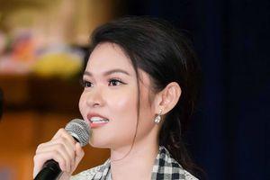 Á hậu Thùy Dung tiết lộ từng rất buồn khi nghe 'sao em nói chuyện tệ thế'