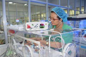 Những thầy thuốc thở theo từng nhịp tim của trẻ sinh non