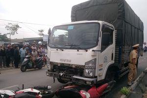 TP.HCM: Xe tải tông 3 xe máy khiến 5 người thương vong