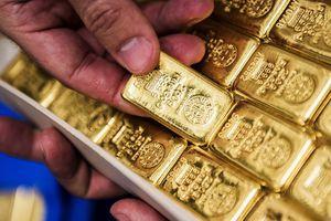 Giá vàng miếng và USD tự do cùng nhích nhẹ