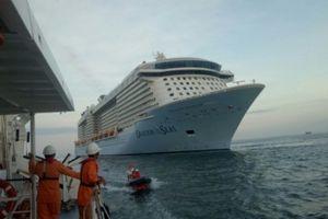 Cứu thành công du khách Canada gặp nạn trên biển