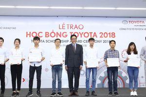 Toyota Việt Nam trao học bổng cho sinh viên có thành tích học tập xuất sắc