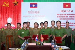 Hội đàm giữa Công an 03 huyện của tỉnh Quảng Bình với An ninh huyện Bualapha, tỉnh Khăm Muộn (Lào)