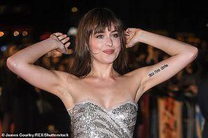 Mỹ nhân '50 sắc thái' kiêu sa với đầm ánh bạc trên thảm đỏ ra mắt phim