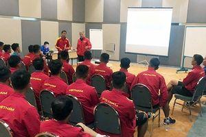 HLV Hoàng Anh Tuấn 'truyền lửa' cho U19 Việt Nam trước VCK U19 châu Á