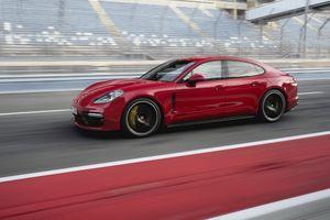 Cận cảnh Porsche Panamera GTS 2019 công suất 453 mã lực